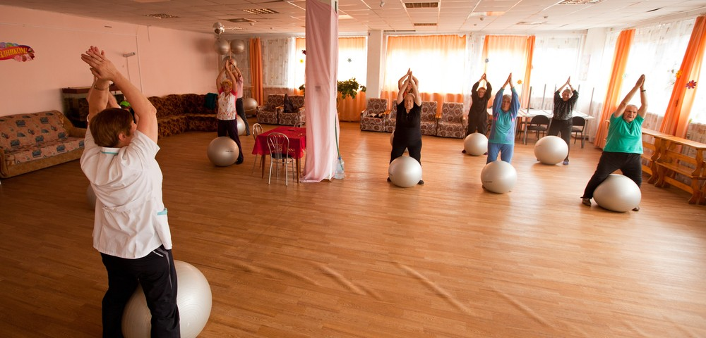 Exercise in Older Parkinson's Patients May Lower Risk of Falling